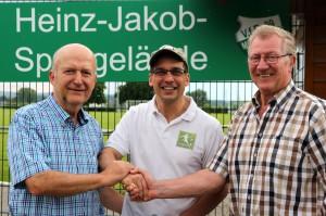 Wichtige Sponsoren: Roland Lacher (links) und Herbert Böhmer (rechts) unterstützen den VfR 09 Meerholz seit Jahren hervorragend und tragen erheblich dazu bei, dass die Meerholzer Fußballer eine umfangreiche Jugendarbeit leisten können.