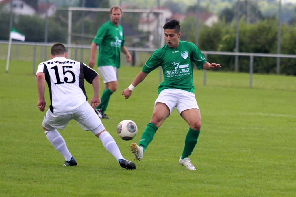 Marcel Beganovic im Kampf um den Ball