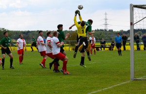 """In der starken zweiten Halbzeit war die Meerholzer Zweite dicht dran am """"Dreier"""" gegen Pfaffenhausen (Bild: G. Brune)"""