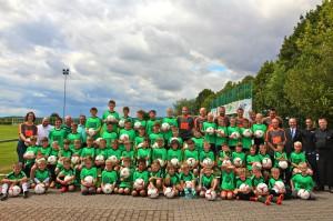 56 Kinder, die Trainer und Betreuer sowie die Sponsoren (Foto: Hannah Brune)