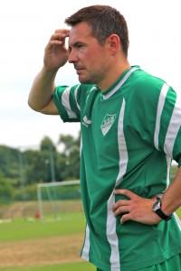 Muss noch ein wenig Grübeln vor dem Rundenstart: Trainer Christian Siegfart (Foto: Klaus Brune)