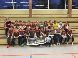 Die F-Jugend der JSG Hailer-Meerholz beim Besuch der DFB-Mobils von wenigen Wochen. Links DFB-Koordinator Edmund Bechthold